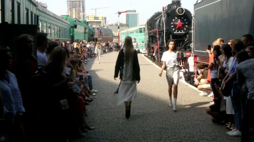 Semana da Moda ucraniana chega de comboio