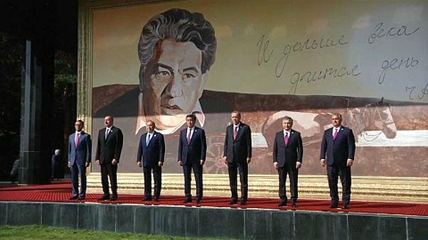 A keleti államok erősödő szerepére számít Orbán