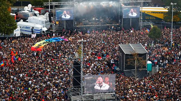عشرات الآلاف من الألمان يحضرون حفلاً مناهضاً للعنصرية في شيمنيتس
