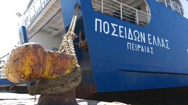 اليونان: استمرار إضراب عمال السفن يعطل عودة السياح من إجازاتهم بالجزر