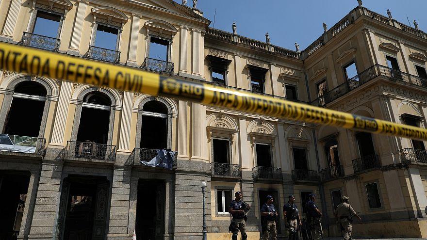 Tristeza e indignação depois de incêndio que destruiu Museu Nacional