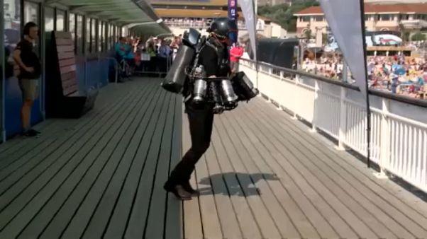 İngiltere'de Jetpack (sırt roketi) rekoru kırdılar