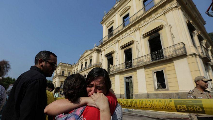 Aberto inquérito para apurar causas do incêncio do Museu Nacional