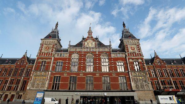 محطة القطارات الرئيسية بالعاصمة الهولندية