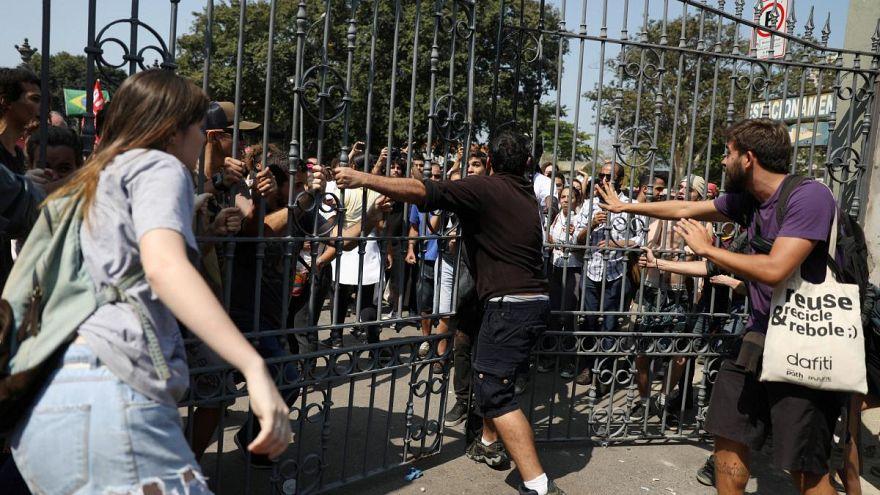 Revolta no Rio depois do incêndio no Museu Nacional