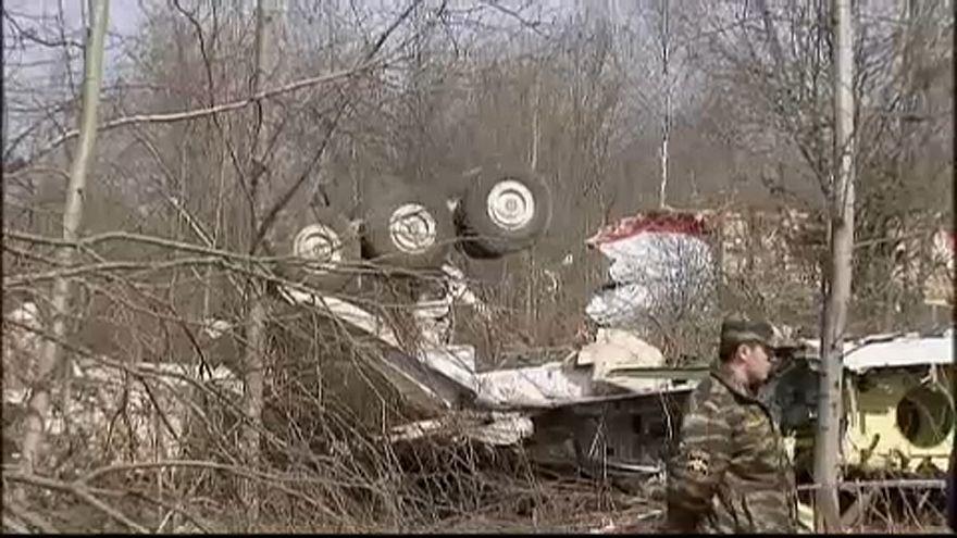 Investigadores polacos em Smolensk para examinar destroços de avião