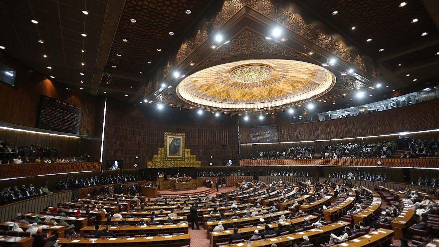 Pakistan: Cumhurbaşkanlığı seçimini Arifurrahman Alvi kazandı