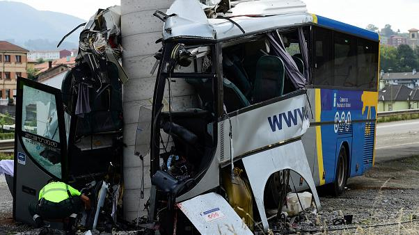 Cinco muertos y 15 heridos en un accidente de autobús en España