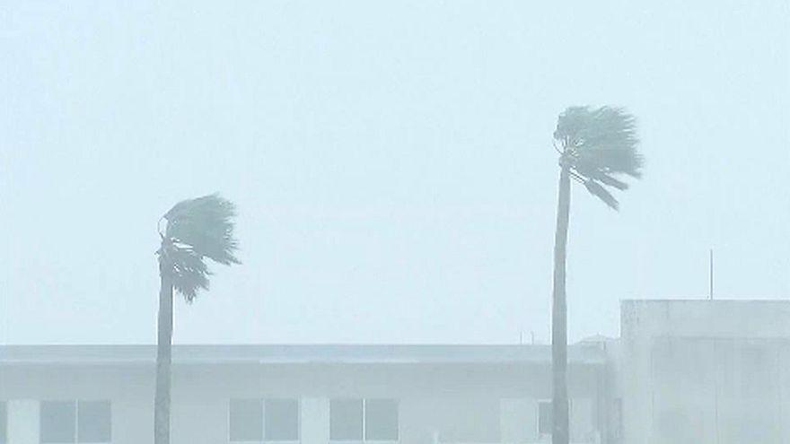 Huszonöt éve nem látott erejű tájfun Japánban