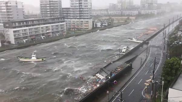 طوفان سهمگین «جبی» در ژاپن دستکم ۱۰ کشته برجای گذاشت