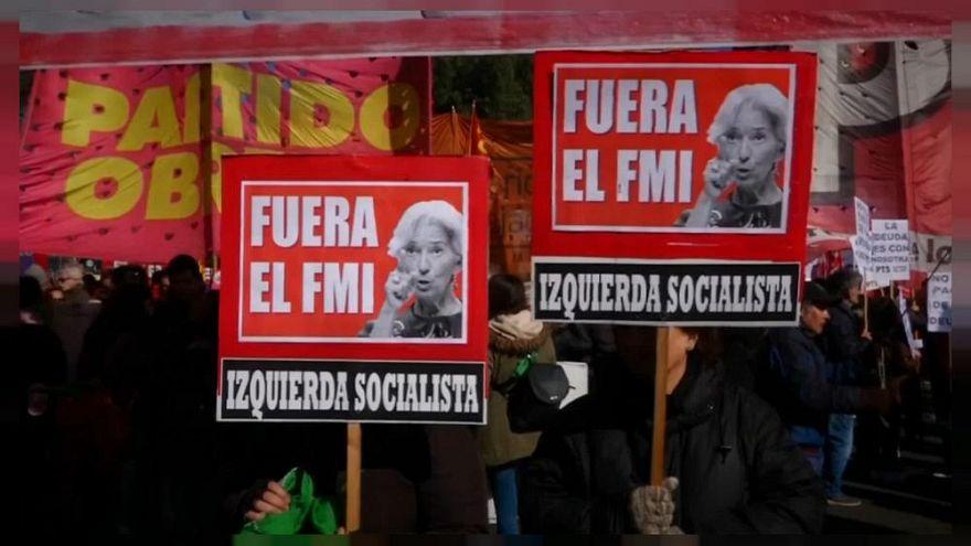 IMF ile görüşme masasındaki Arjantin 10 bakanlığı kapatıyor