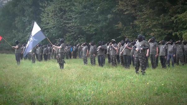 مخاوف من مجموعة عسكرية معادية للمهاجرين يقودها سياسي بارز في سلوفينيا