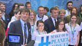 Francia: un debilitado Macrón sustituye a sus dos populares ministros dimisionarios