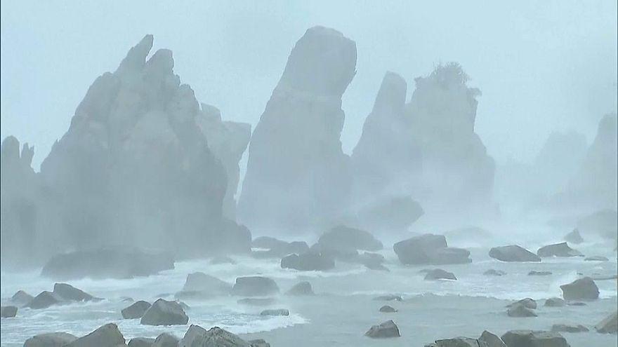 شدیدترین طوفان ربع قرن گذشته ژاپن را درنوردید