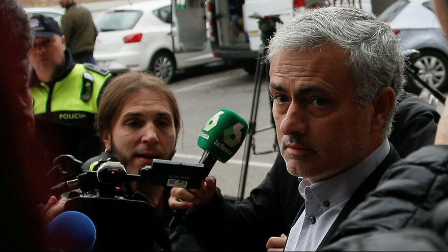مورینیو اتهام فرار مالیاتی و حبس یک ساله را پذیرفت