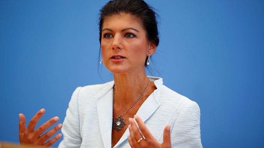 Sahra Wagenknecht az Aufstehen bemutatkozó sajtótájékoztatóján Berlinben