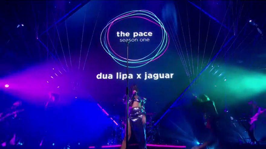 Dua Lipa, creare musica guidando una Jaguar