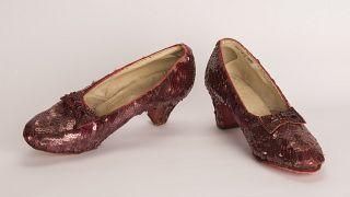 الشرطة تعثر على حذاء سينمائي شهير سُرق منذ 13 عاما