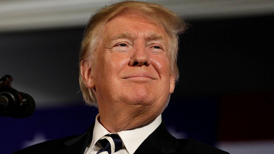 Újabb botránykönyv Trumpról