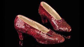 Os sapatos vermelhos de Dorothy voltam para casa