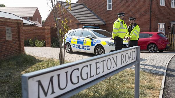 Rendőrök az Amesbury-ben történt mérgezés helyszínén