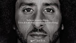 Campanha de Kaepernick criticada por Trump já está a render à Nike