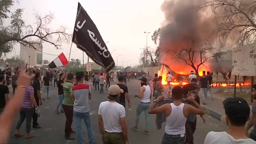 الاحتجاجات في البصرة تخرج عن نطاق السيطرة