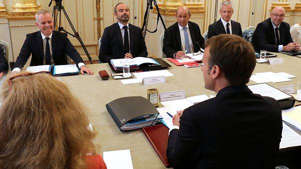 """Le """"nouveau"""" gouvernement français Philippe III serre les rangs"""