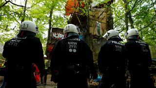 Polizei gegen Baumlager im Hambacher Forst - 10 Fotos