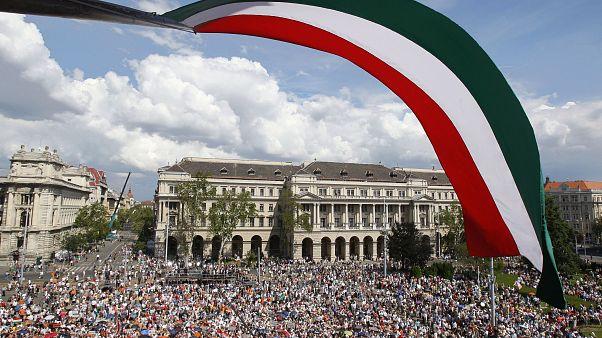 Boszorkányüldözésről és halálos veszélyről is ír a Politico Magyarország kapcsán