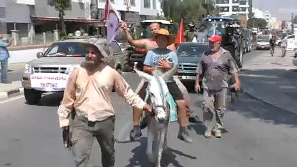 Κατεχόμενα: Επεισόδια σε συλλαλητήριο αγροτών έξω από το «υπουργείο» Γεωργίας