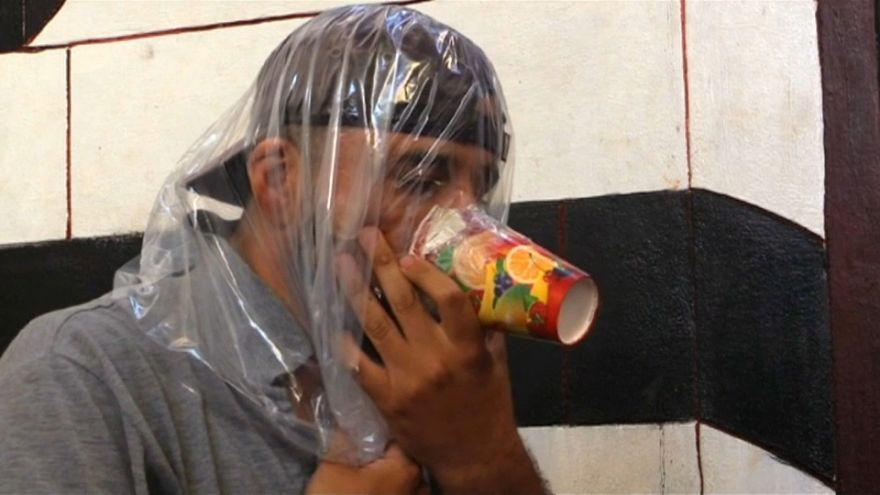 شاهد: سكان إدلب يتخوفون من هجوم كيميائي واستعدادات لتجنب آثار ضربة محتملة