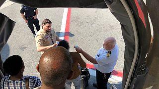 Sokan rosszul lettek egy repülőgépen, karanténba kerültek az utasok
