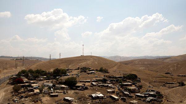 خان الأحمر بين مخالب الجرافات  وقرار من المحكمة الإسرائيلية العليا يمهد لعملية الهدم
