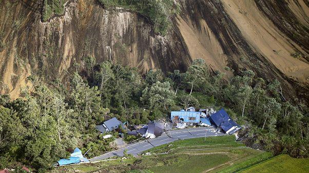 Un terremoto deja 9 muertos y decenas de desaparecidos en Japón