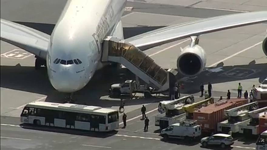 Influenza lehet az Emirates-gép utasainak tömeges megbetegedése mögött