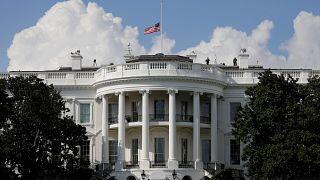 Beyaz Saray yetkilisi: Süre dolana kadar Trump'ı idare edip politikalarına set çekiyoruz