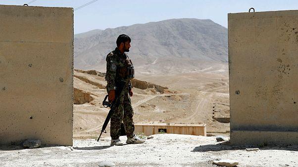 پلیس افغان هشت همکارش را کشت و جسدشان را آتش زد