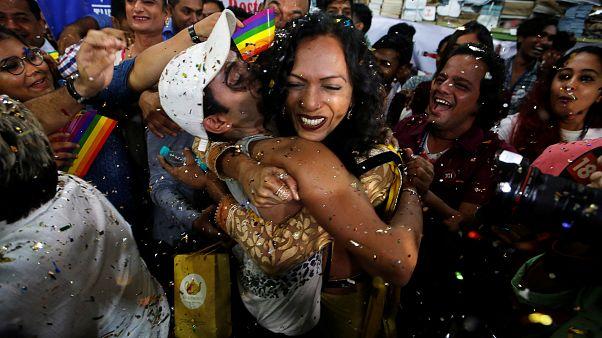 Justiça indiana anula lei que proibia relações homossexuais