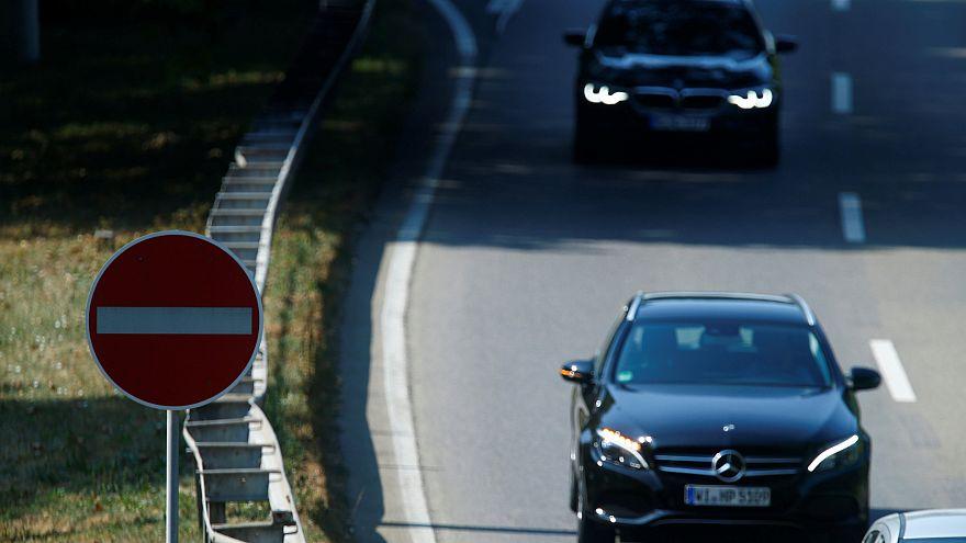 إشارة بطرف العين إلى مهاجرين: الشرطة الألمانية في أثر محترفين للجريمة