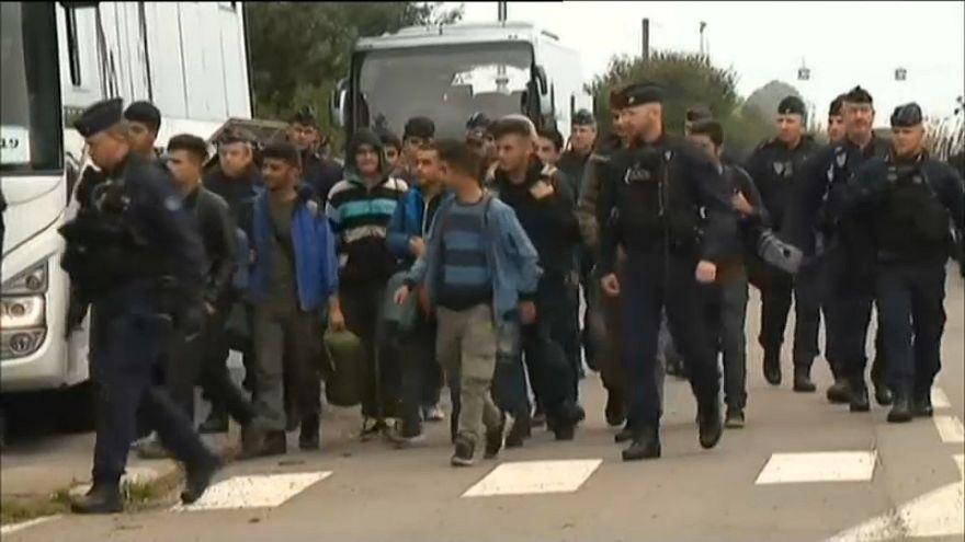 شاهد: الشرطة الفرنسية تخلي ثالث مخيم للمهاجرين منذ بداية السنة بشمال فرنسا