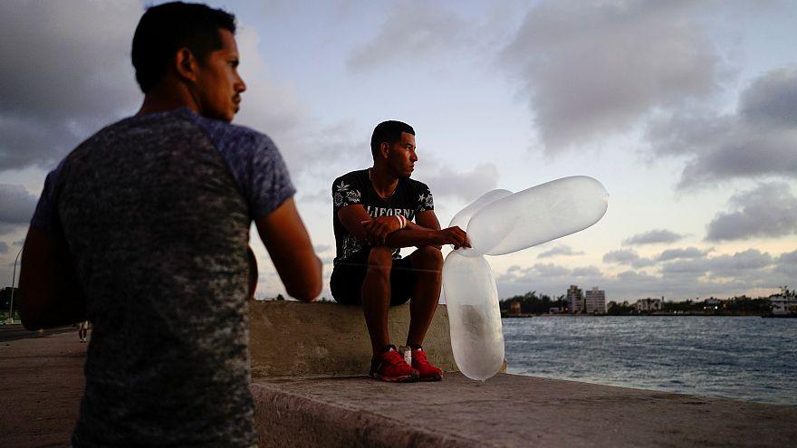 استفاده چند منظوره از کاندوم در کوبا