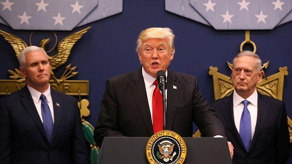 Donald Trump, Mike Pence et James Mattis le 27 janvier 2017