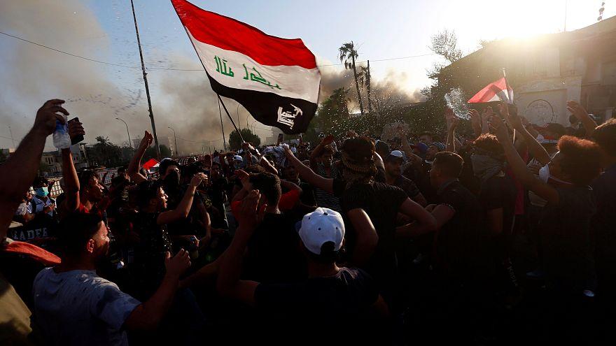 Basra halkı yolsuzluğa isyan etti, Meclis acil toplandı