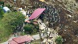 Túlélők után kutatnak Japánban