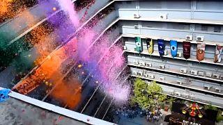 Douche de confettis pour les étudiants philippins