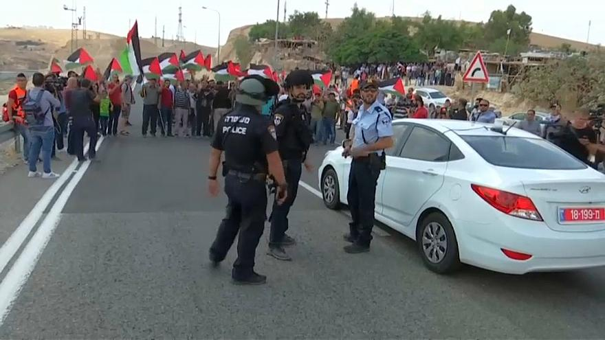 مقتل فلسطيني برصاص إسرئيلي خلال مسيرات العودة في غزة واستمرار الاحتجاجات ضد قرار هدم خان الأحمر