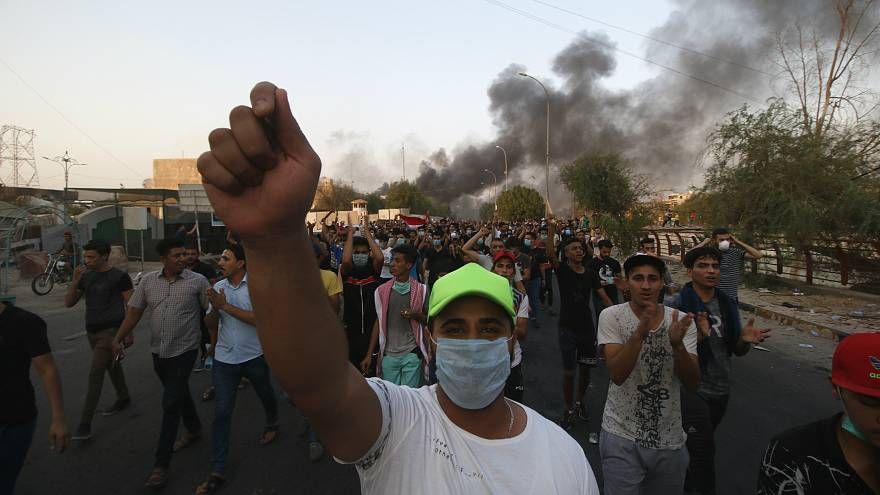 Irak: Protestocular Basra'da İran Başkonsolosluğunu ateşe verdi