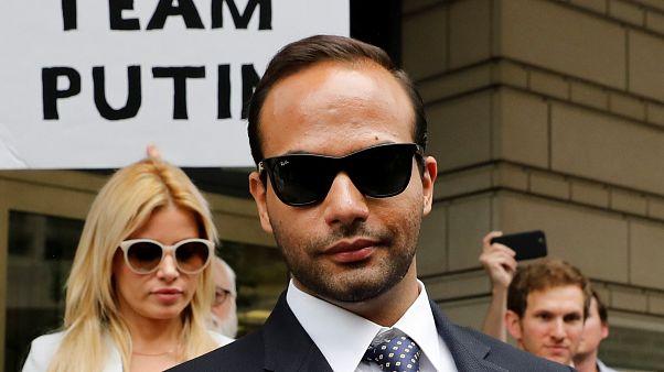 المساعد السابق لترامب خلال حملته الانتخابية جورج بابادوبولوس خارج المحكمة