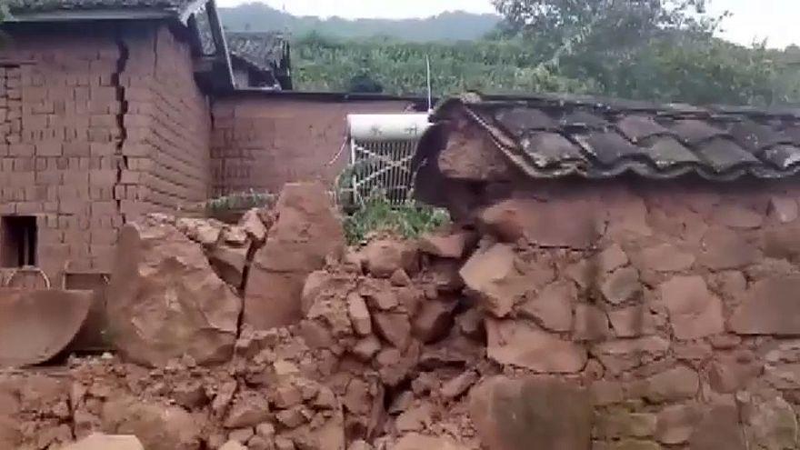 شاهد: رعب وفرار السكان أثناء وقوع زلزال عنيف بجنوب شرق الصين
